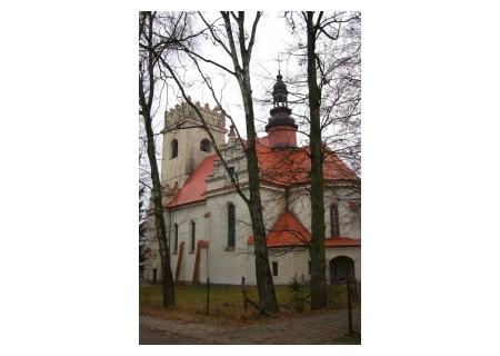 BIAŁOWIEŻA –  kościół p.w. Św. Teresy z 1927 r. z kaplicą Św. Huberta