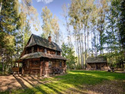 """""""Chatka w lesie"""" w Białowieży"""